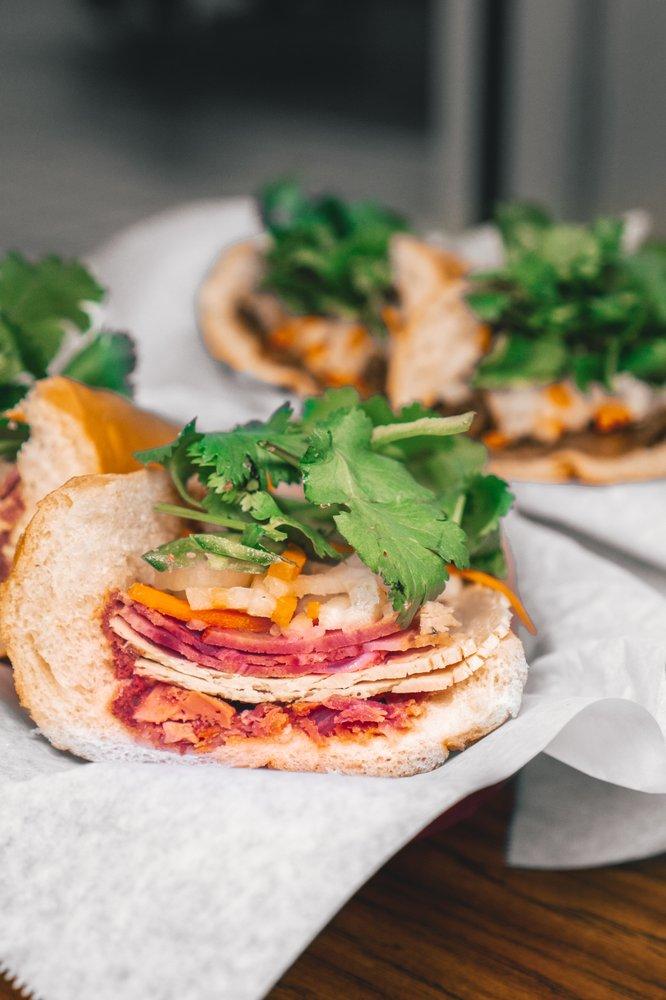 Le's Sandwiches & Cafe