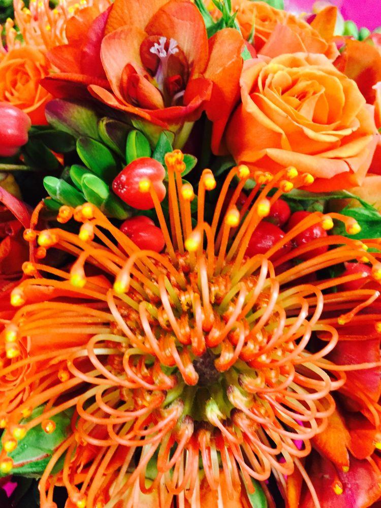 De Pere Greenhouse & Floral: 1190 Grant St, De Pere, WI