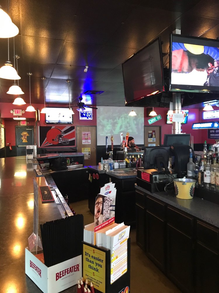 Robey's Sports Pub & Patio: 9327 Columbia Rd SW, Pataskala, OH