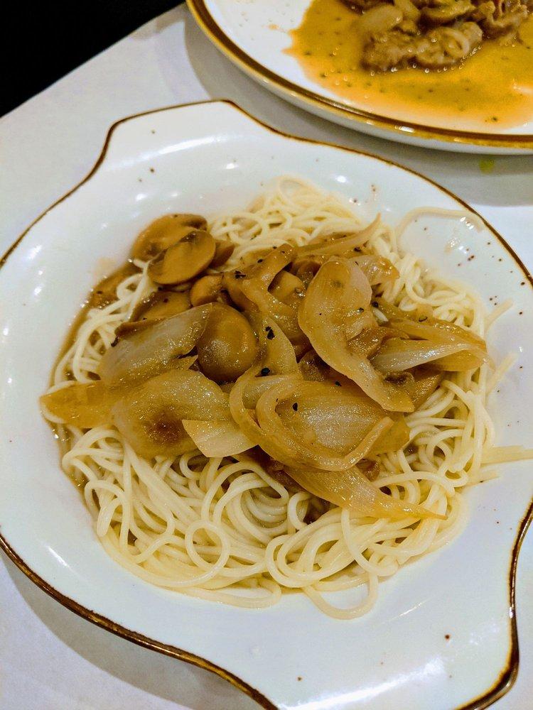 Charlie's Italian Restaurant & Pizzeria: 15 W Cross St, East Ellijay, GA