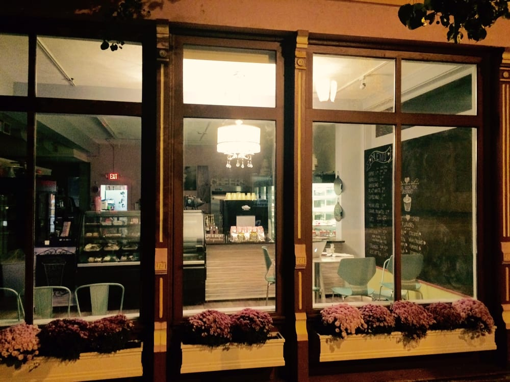Tres Belle Cakes and Coffee Shop: 8921 Reading Rd, Cincinnati, OH