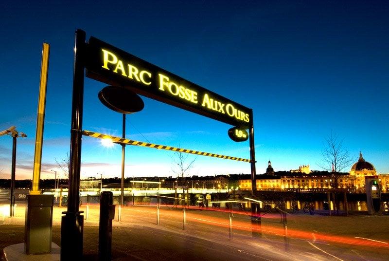 Parc fosse aux ours parking garages 1 bis place for Garage agree gpl lyon