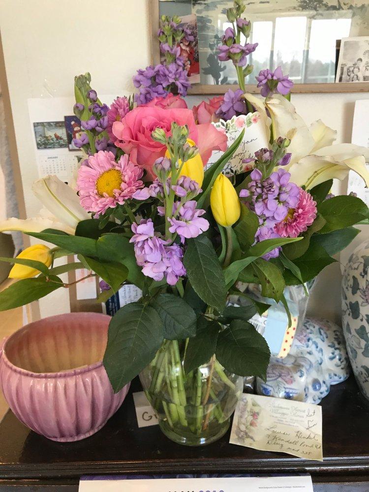 Backmann Florist: 15 W Broadway, Derry, NH