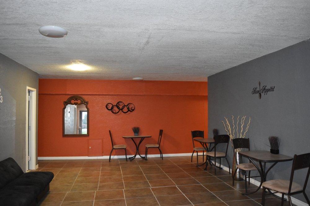 Woodfield Inn: 606 US Hwy 77A S, Yoakum, TX