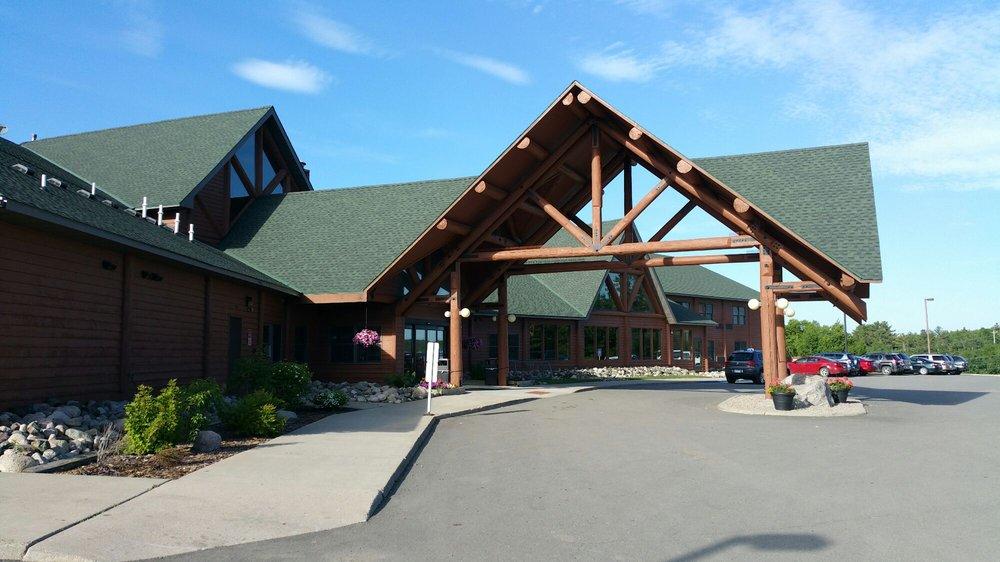 Grand Ely Lodge: 400 N Pioneer Rd, Ely, MN