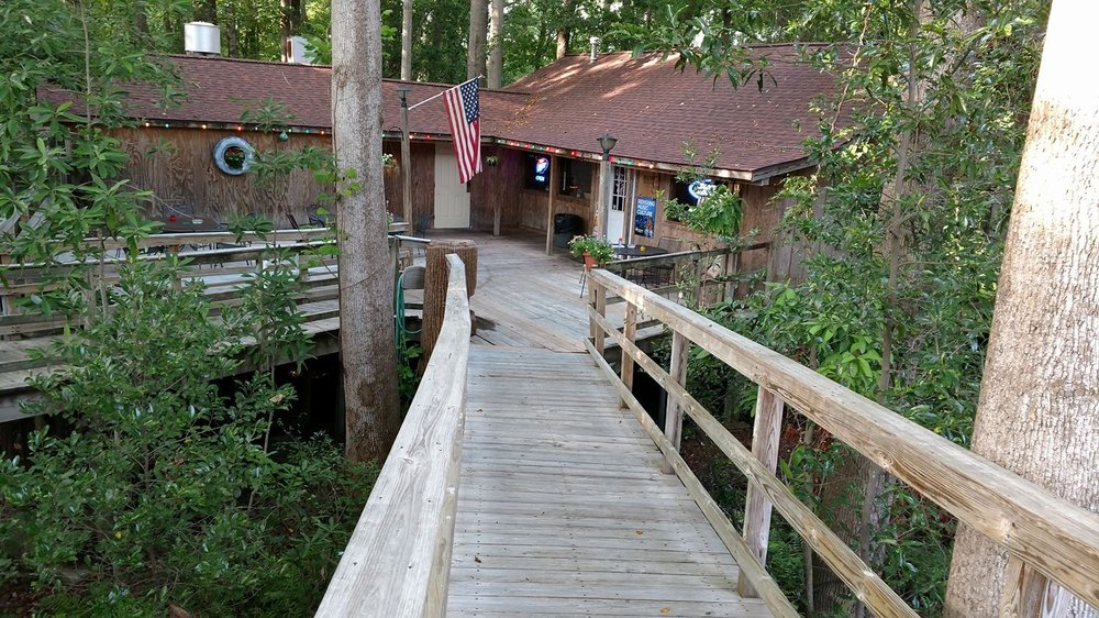 Tree House: 723 W North St, Vidalia, GA