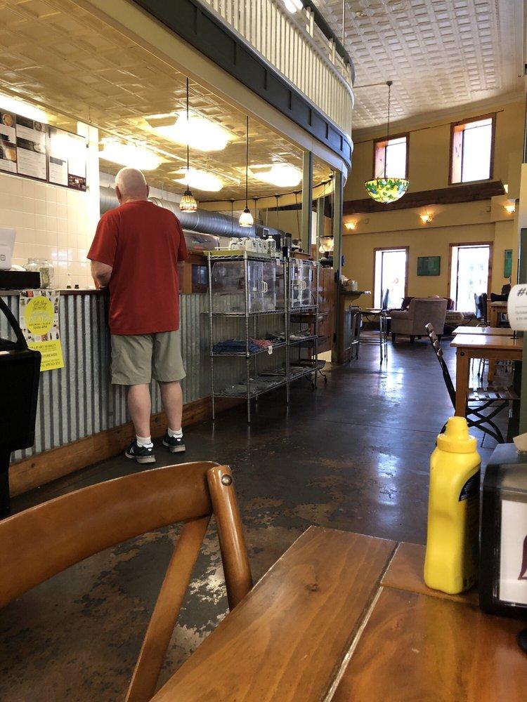 Lee's Coffee & Tea: 409 W Oak St, Laurel, MS