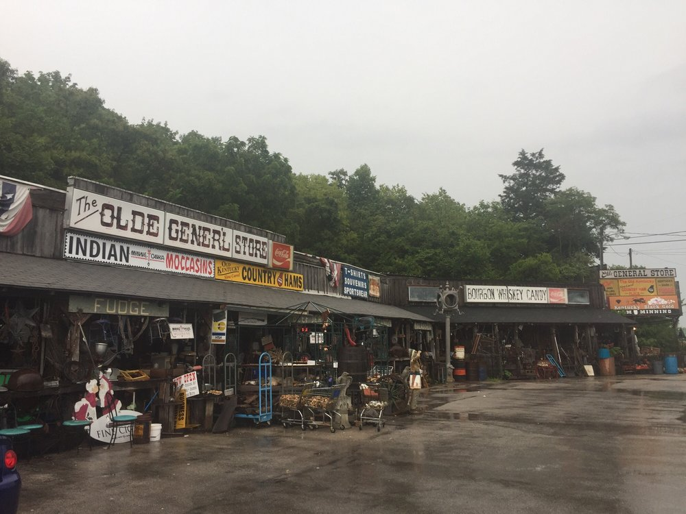 Photo of Alvey's Olde General Store: Cave City, KY