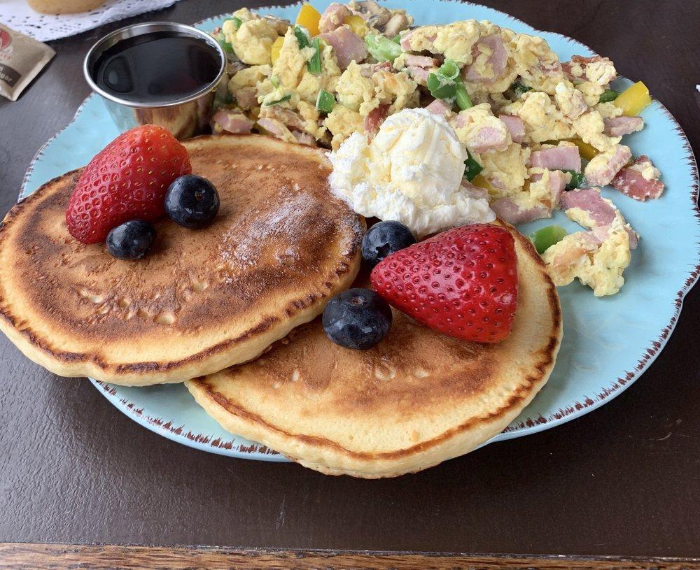 Cornerstone Breakfast & Deli: 77 SW Russell Ave, Stevenson, WA