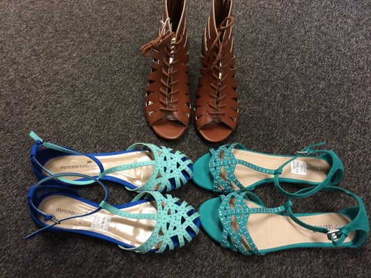 ed0afd67be7300 Payless Shoesource - Shoe Stores - 293 E Barnett Rd