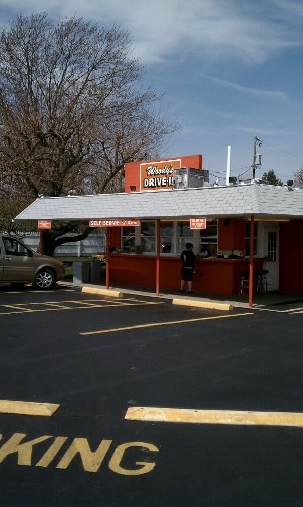 Woody's Drive In: 1630 E State St, Fremont, OH