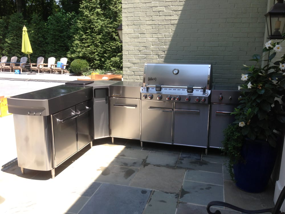 Weber Summit Grill Center With Stainless Social Area