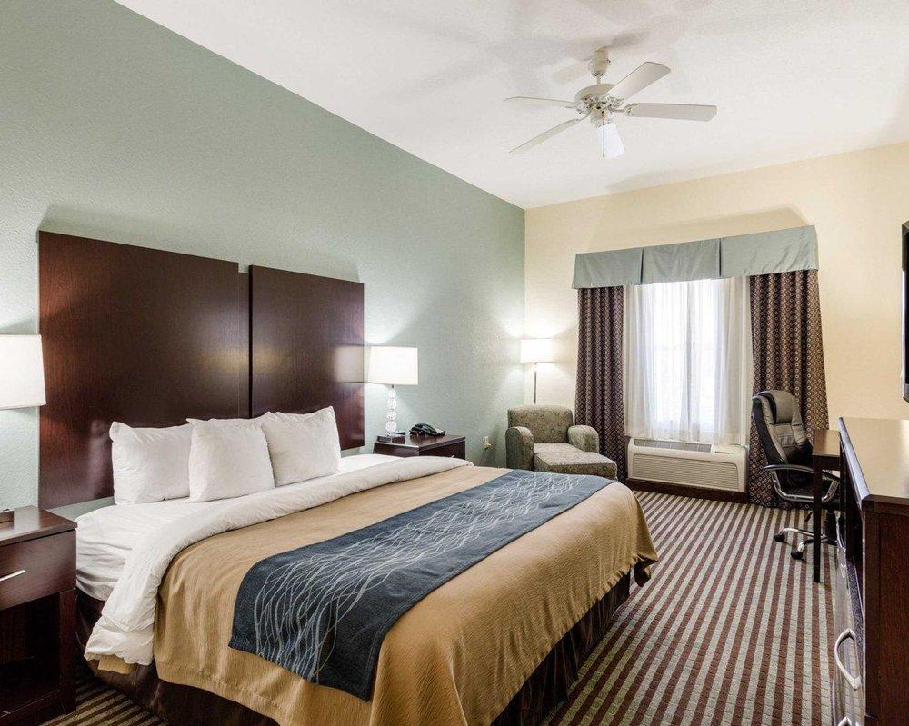 Comfort Inn & Suites: 255 SW Frontage Rd, Grenada, MS