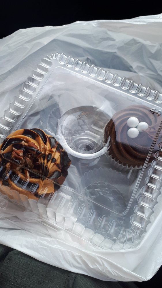 Klueless Cupcakes: 1580 Wyandotte Street E, Windsor, ON
