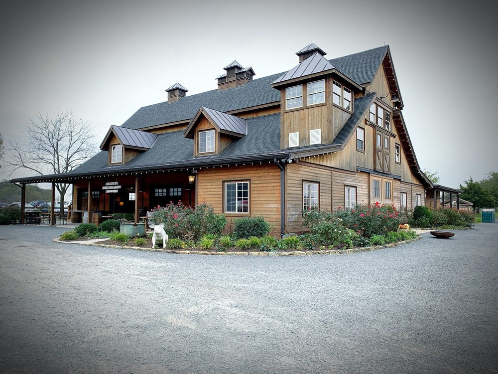 Stone Tower Winery: 19925 Hogback Mountain Rd, Leesburg, VA