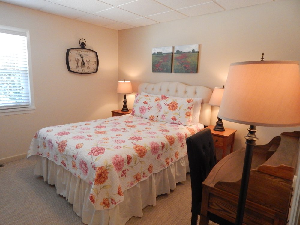 Mountain Meadows Bed and Breakfast: 542 Albany Post Rd, New Paltz, NY
