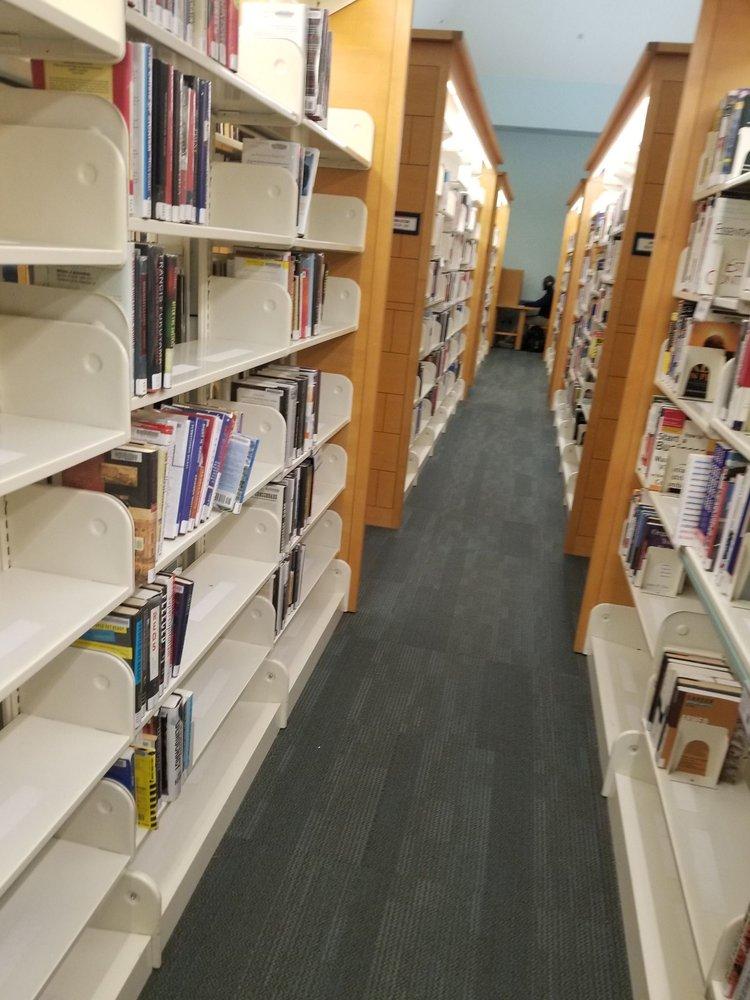 Kingstowne Public Library: 6500 Landsdowne Ctr, Alexandria, VA