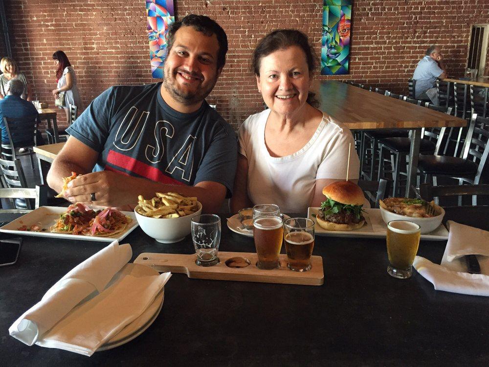 38 Degrees Ale House & Grill: 110 E Colorado Blvd, Monrovia, CA