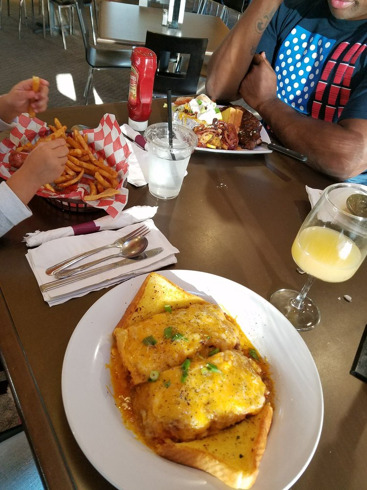 Tahoma Valley Bar & Grill: 15425 Mosman Ave SW, Yelm, WA