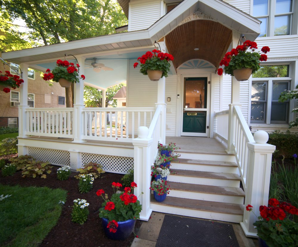 The Duncan House Bed & Breakfast: 1117 State St, Saint Joseph, MI