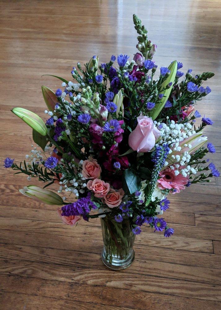 Tunie's Floral Expressions: 1835 Delmar Dr, Folcroft, PA