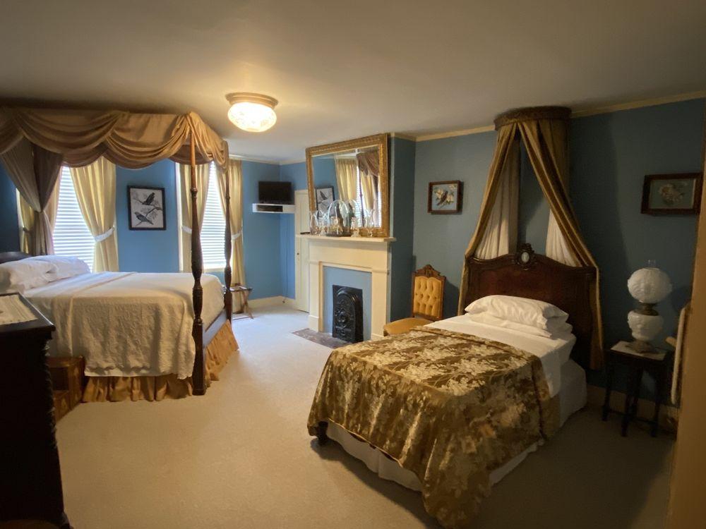 Historic Oak Hill Inn: 409 S Rankin St, Natchez, MS