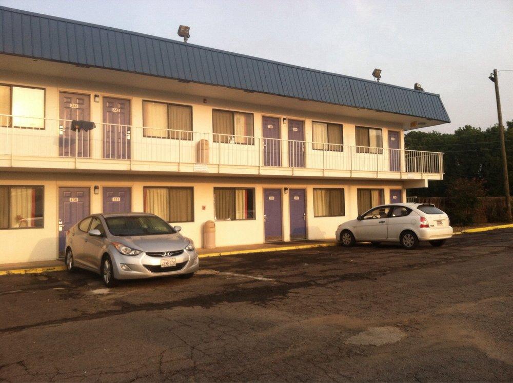 Motel 6: 215 W Birch St, Russellville, AR