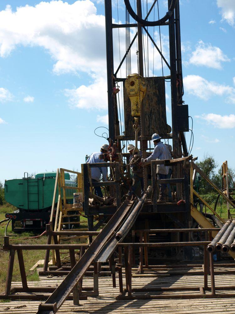 Felder Water Well & Pump Service: 17276 Fm 523, Angleton, TX
