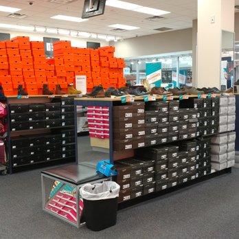 Asheville Outlet Mall >> Rack Room Shoes Shoe Stores 800 Brevard Rd Asheville