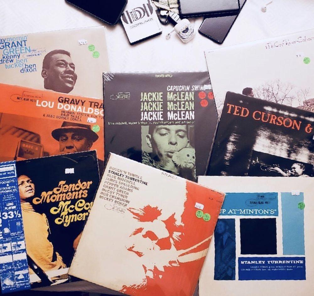 Uncle Tonys Donut Shoppe 17 Photos 24 Reviews Music Dvds