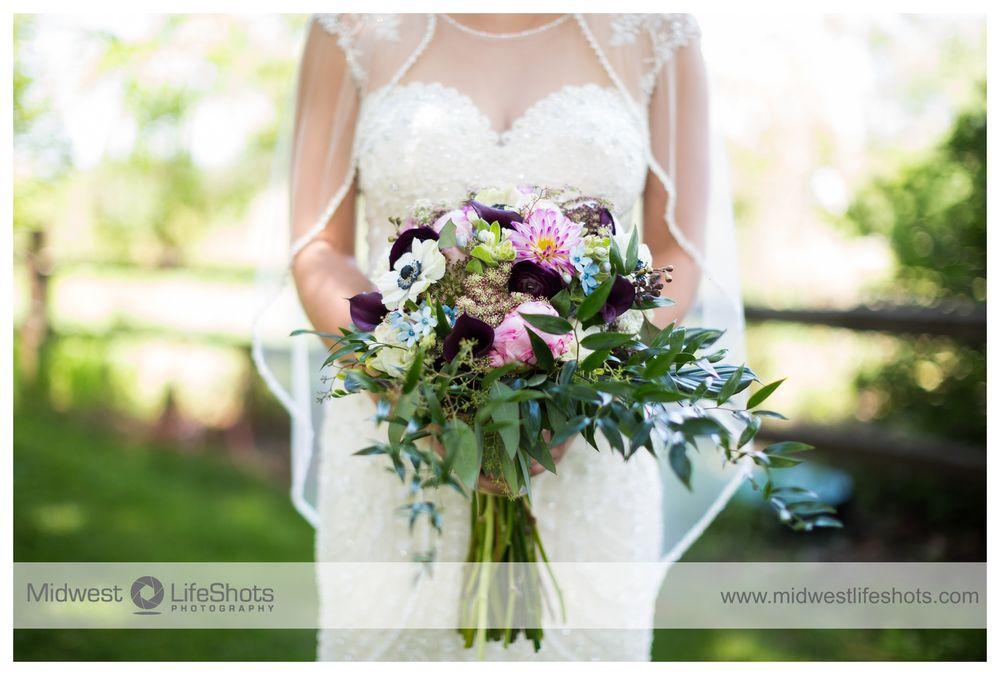 Huckleberry Floral Design & Gift: 25 W Main St, Dodge Center, MN