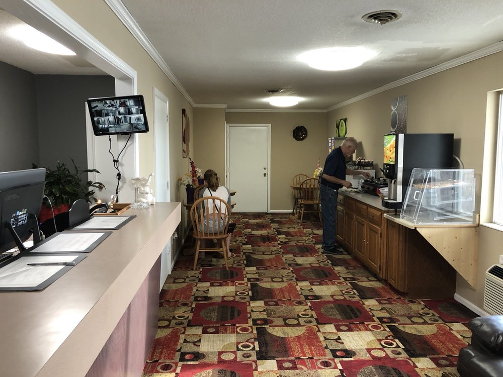 Americas Best Value Inn: 406 NW 2nd St, Concordia, MO