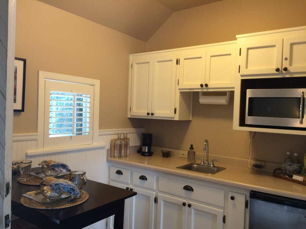 Garden Isle Guest Cottages & Vacation Home: 207 NW Coveland St, Coupeville, WA