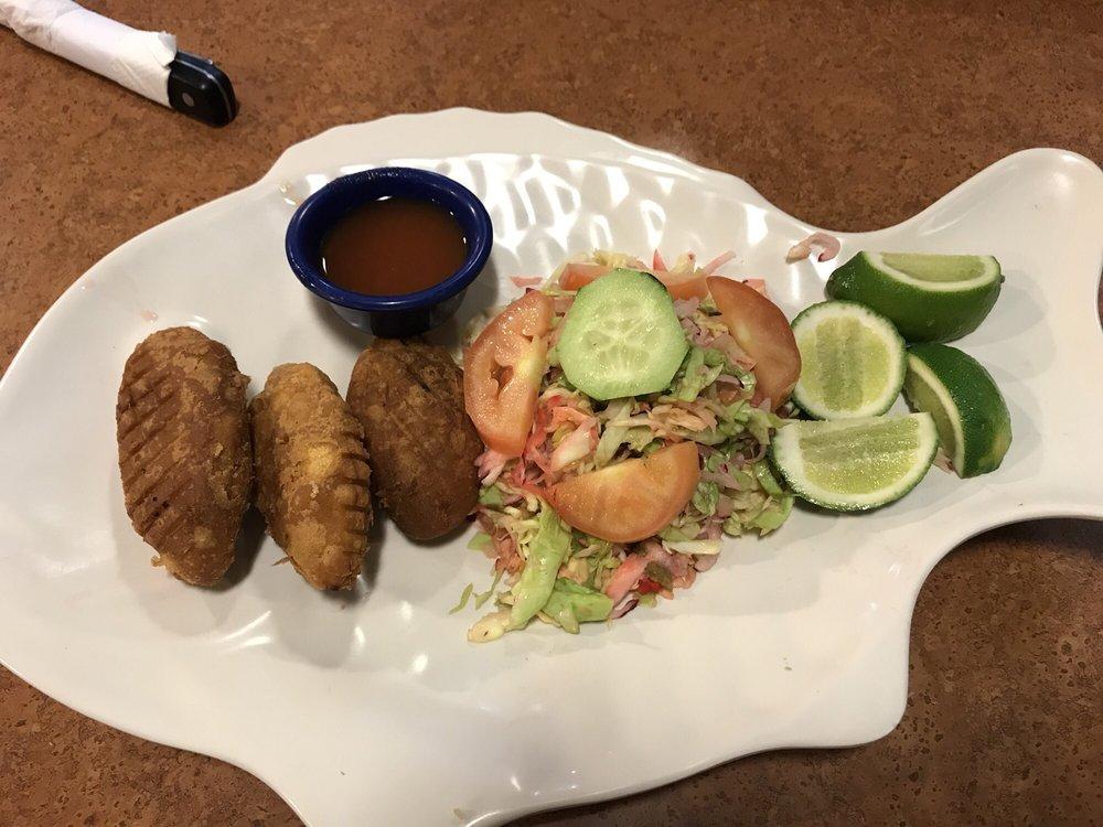 Glady's Restaurante Salvadoreño: 1423 Country Club Dr, Mesa, AZ