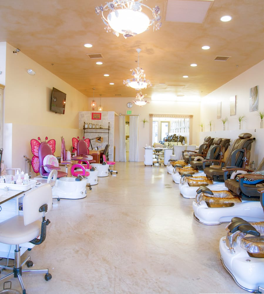 Nail Luxury: 1610 E Thousand Oaks Blvd, Thousand Oaks, CA