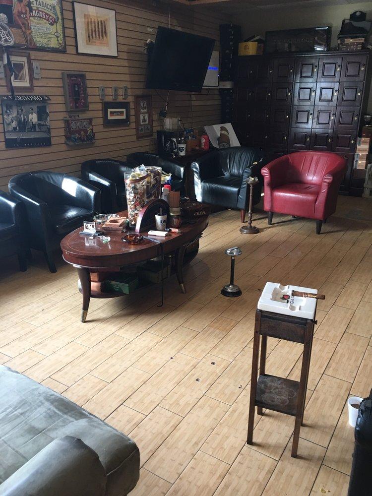 Tobacco Palace: 250 Golden Isles Plz, Brunswick, GA