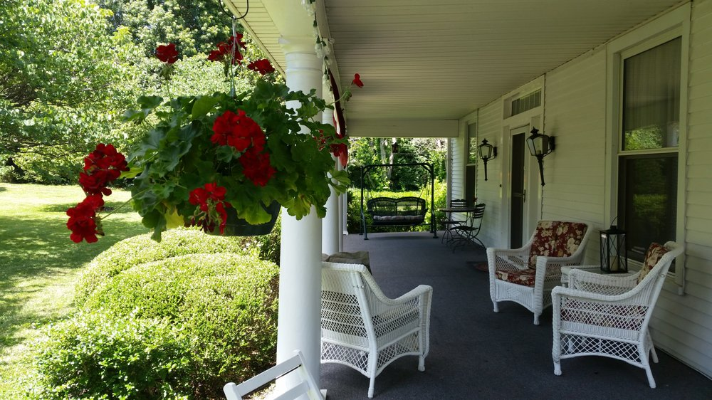 1898 Red Bud Bed & Breakfast: 600 N Lexington Ave, Wilmore, KY