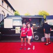 Le Transbordeur - Villeurbanne, France. Rolling Cantine, Yelpeuses & pop-corn pour les summer sessions drive in au Transbo ! C'est l'été ! Starring Isis M et Jeanne F !