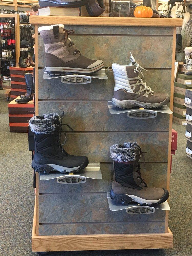 Brown's Shoe Fit: 1631 4th St SW, Mason City, IA