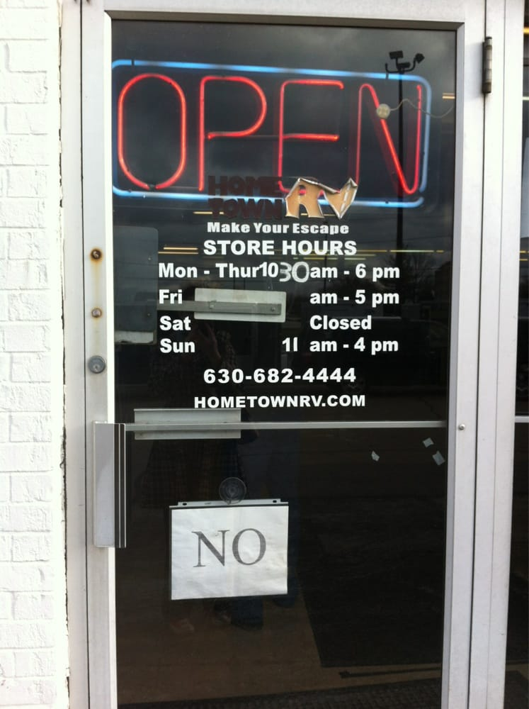 Hometown RV: 110 E N Ave, Carol Stream, IL