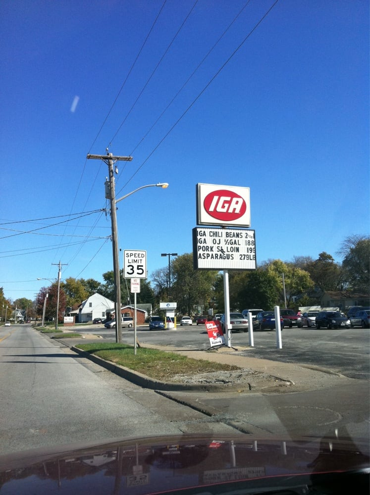 Iga Foodliner: 514 W Center St, Eureka, IL