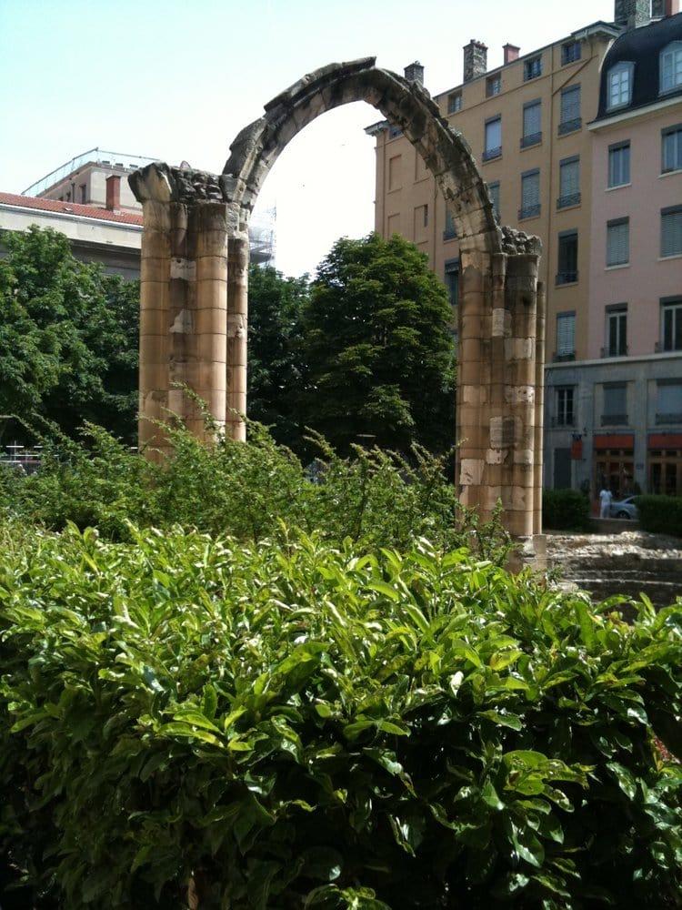 Jardin arch ologique jardin botanique rue mandelot for Jardin botanique lyon