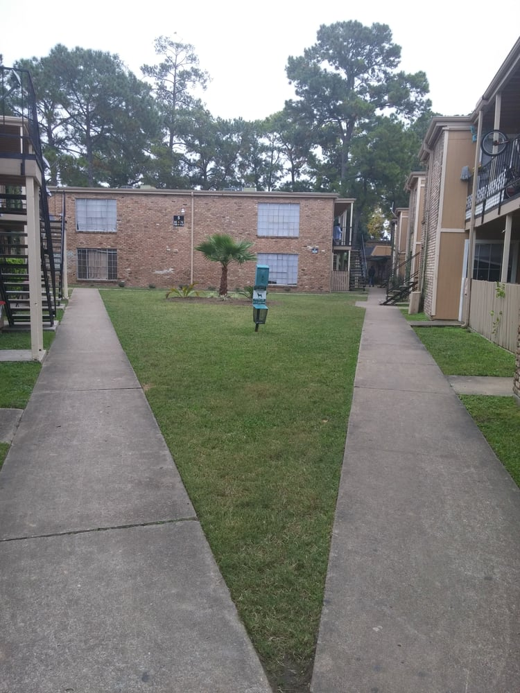 Shenandoah woods apartments apartments 4250 w 34th st for Garden oaks pool houston