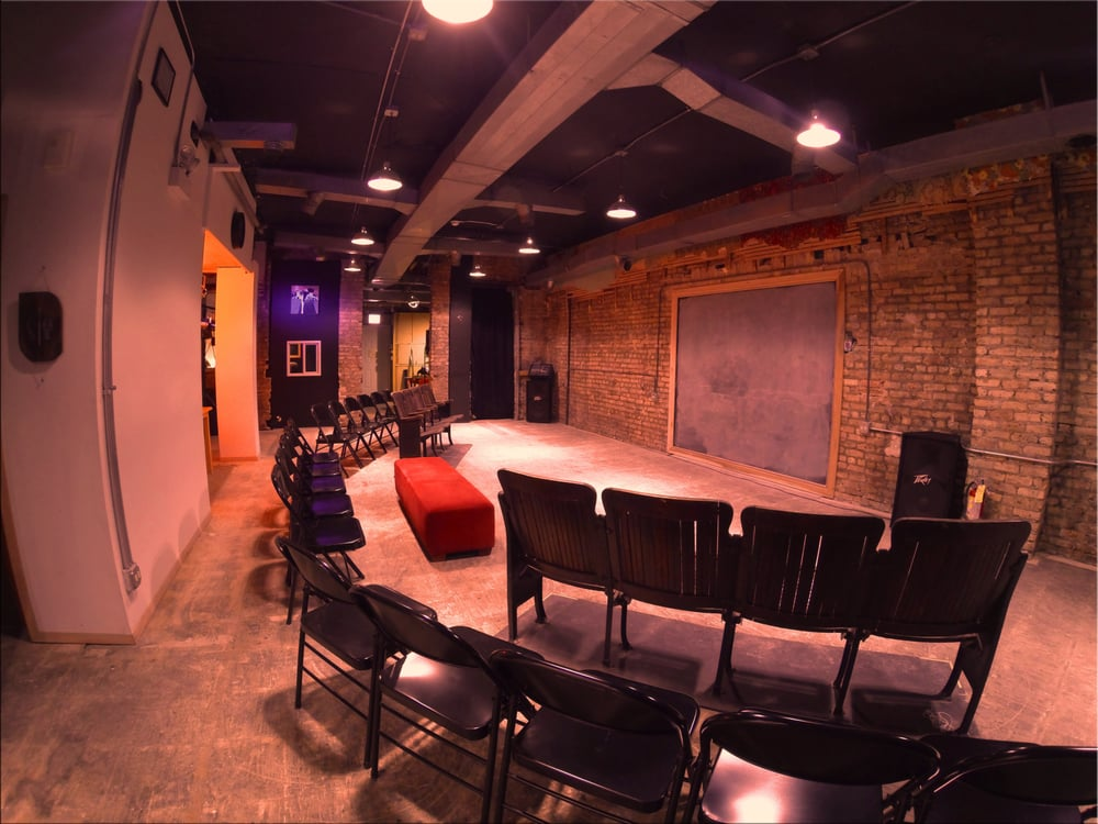 The Foxhole Chicago: 2444 W Montrose Ave, Chicago, IL