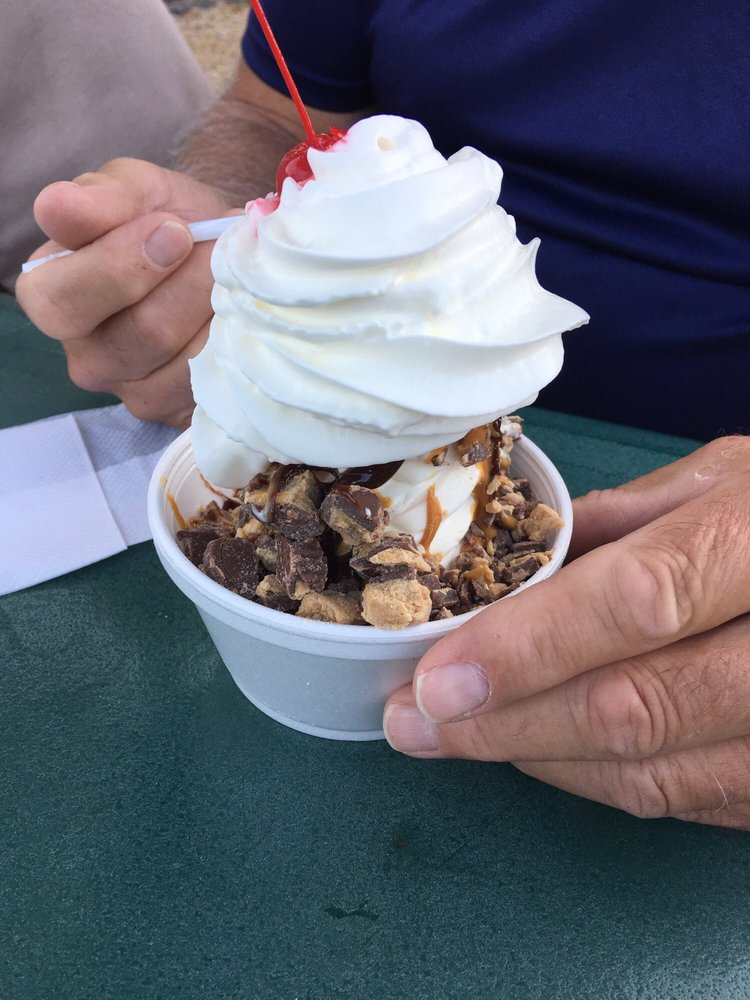 Zem's Ice Cream: 124 W Hickory St, Canastota, NY