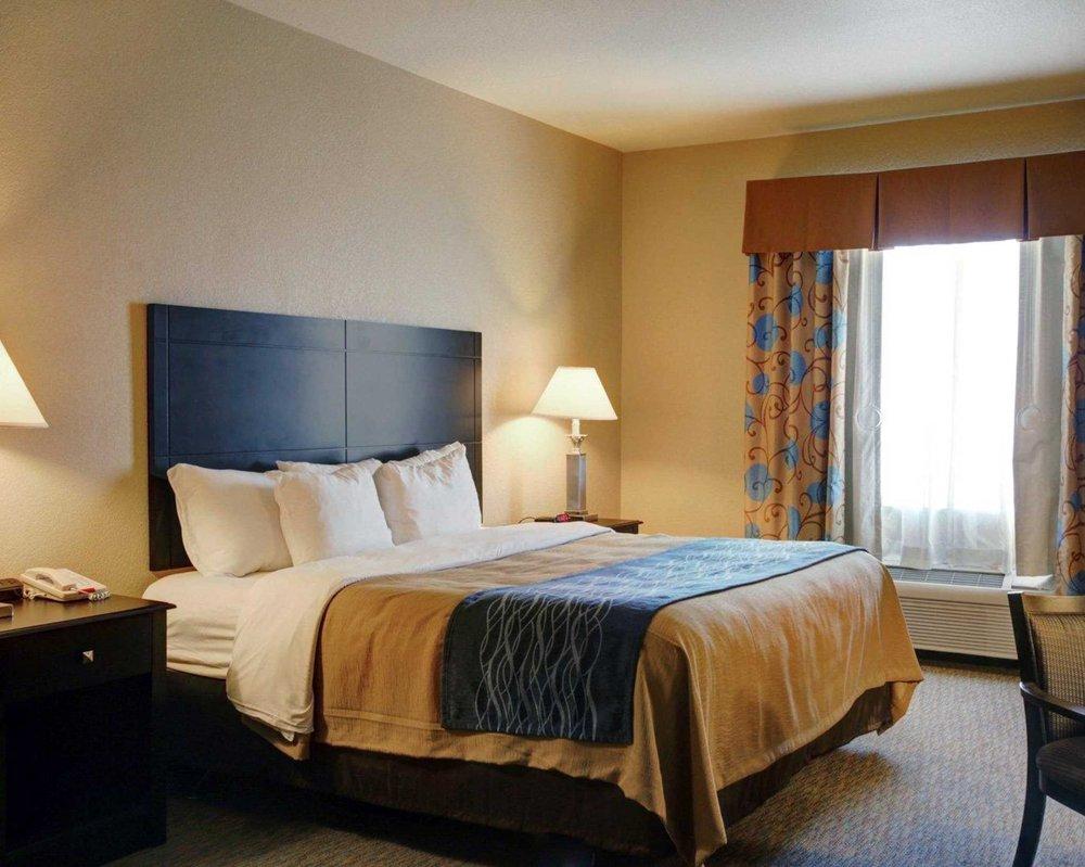 comfort inn suites 16 photos 10 reviews hotels 15771 ih 35