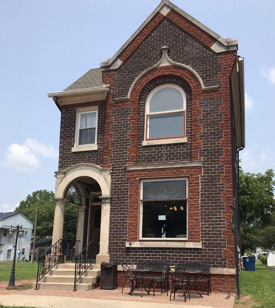 Colyer Coffee House: 16 E Elm St, Albion, IL