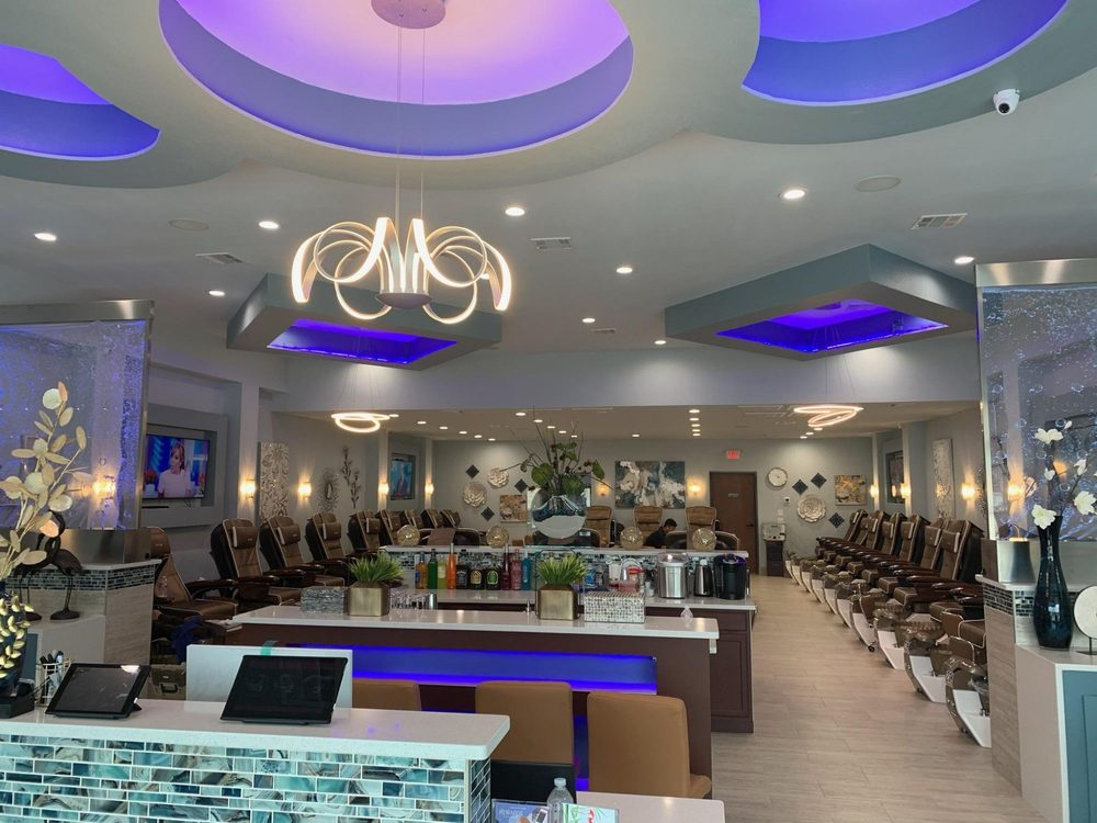 LUXURY NAIL BAR: 1422 E US Hwy 377, Granbury, TX