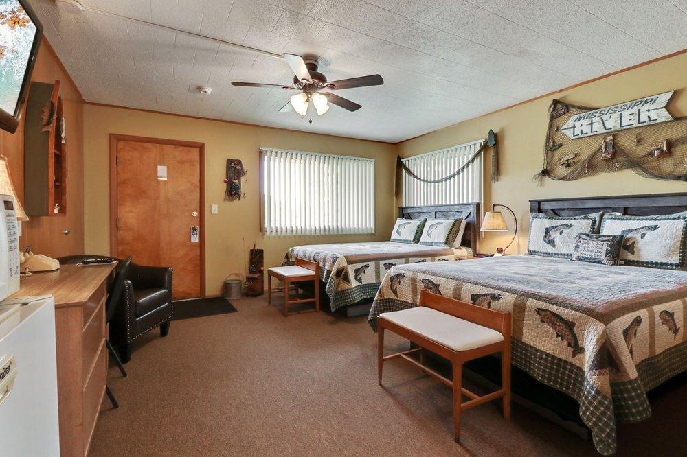 Fountain Motel: 810 S Main St, Fountain City, WI