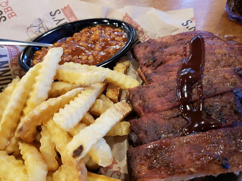 Sonny's BBQ: 1030 W Sugarland Hwy, Clewiston, FL